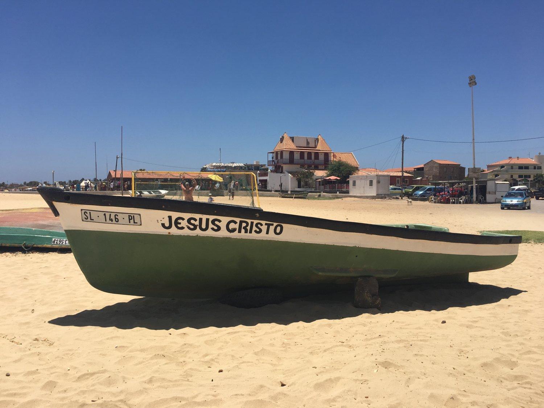Sal Kaapverdië bootje op het strand