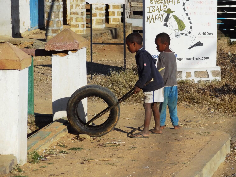 Madagascar Ranohira Spelende kinderen