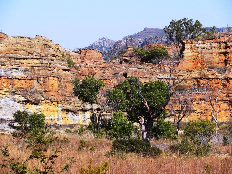 Madagascar Isalopark kleurige rotsen