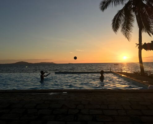 Madagascar Nosy Be infinitypool bij zonsondergang