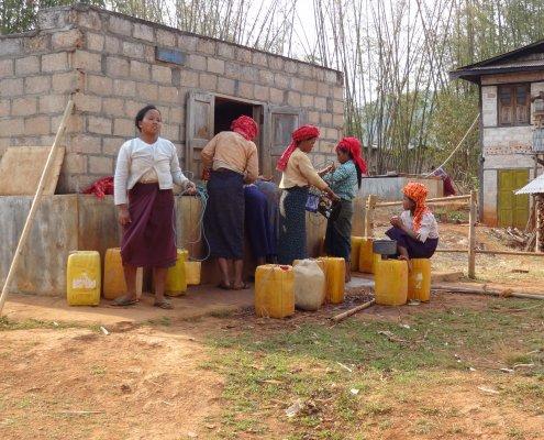 Myanmar trekking waterput
