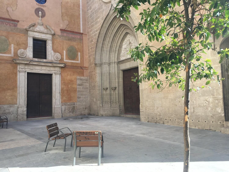 VAlencia pleintje bij Iglesia San Nicolas de Bari